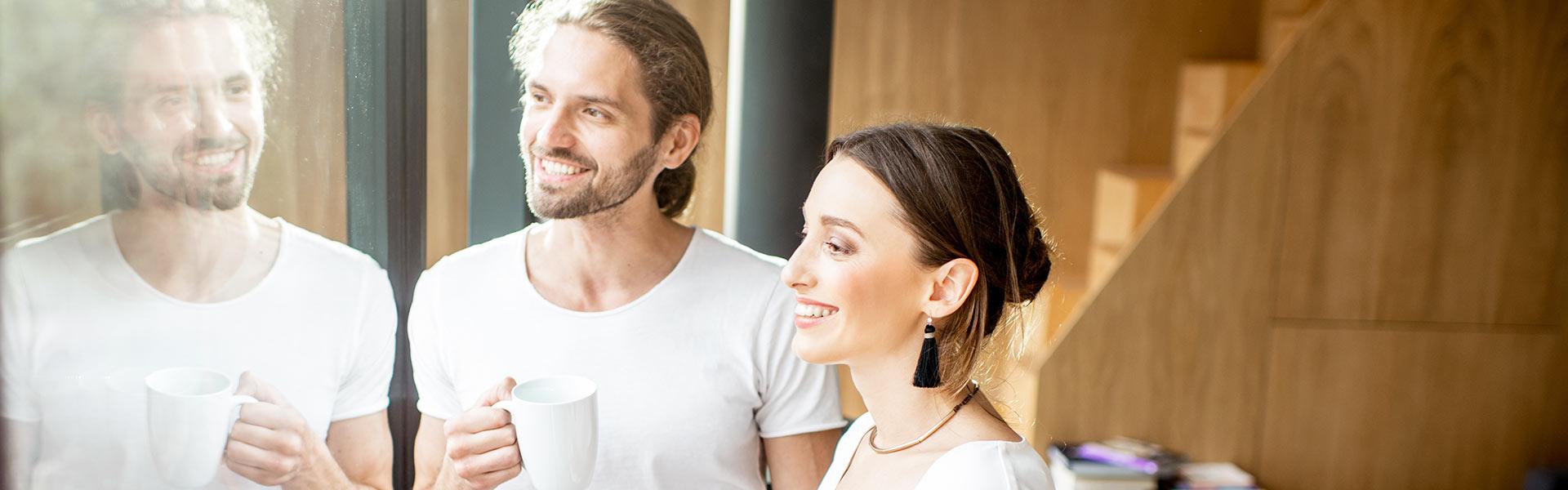 SCHWARZWALD CLT - Imagefoto junges Paar im Holzhaus